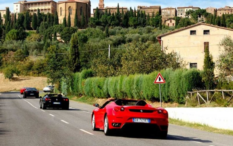 Tour in Ferrari da Roma