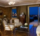 Living room of the Sansovino Lagoon View Suite of Baglioni Hotel Luna in Venice