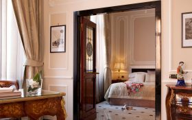 Bedroom of the Family Suite of the  Baglioni Hotel Regina in Rome
