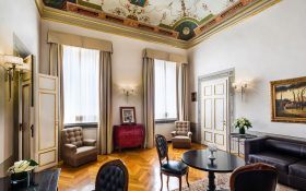 Living room of the De Pepi Suite of the Relais Santa Croce in Florence
