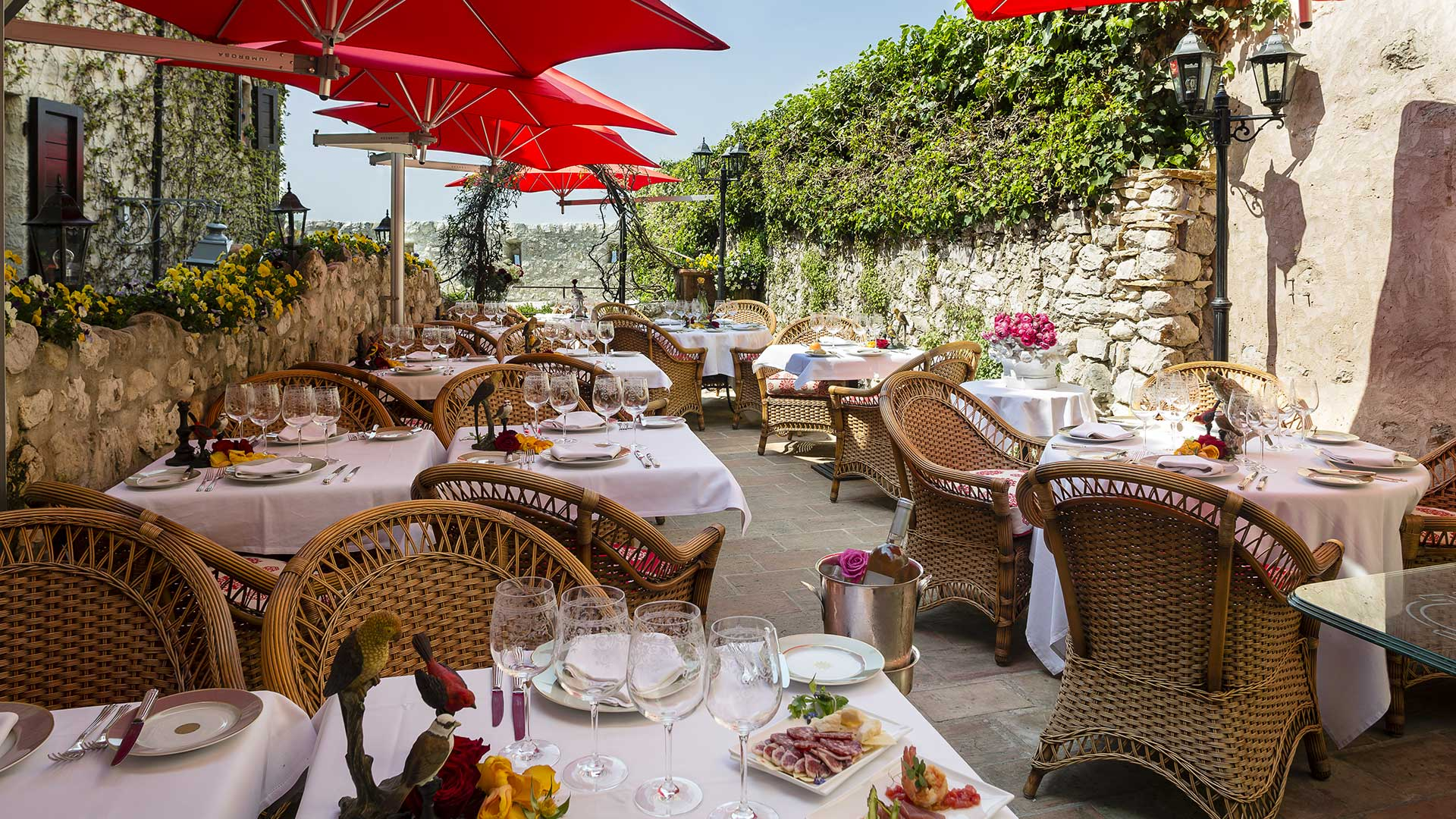 Hotel Le Saint Paul terrace restaurant Provence
